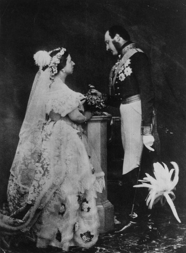 1854-Victoria-Albert-reenact