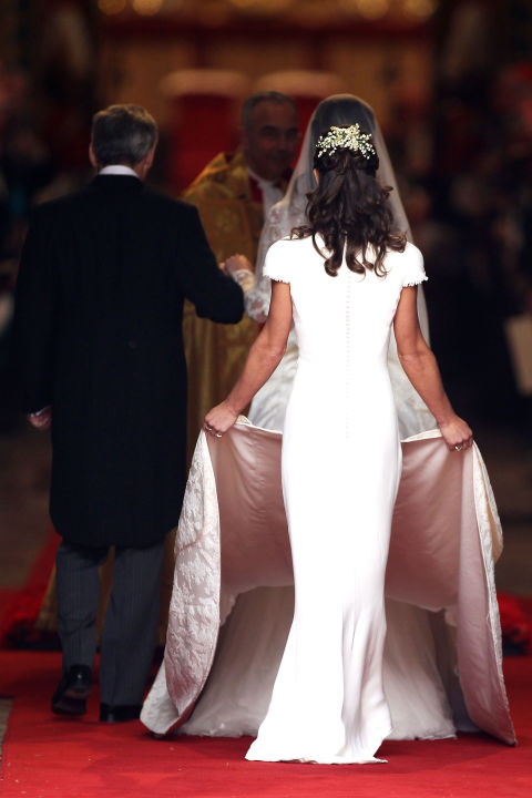 kate-middleton-wedding-dress-underskirt