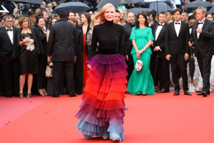 cate-blanchett-rainbow-givenchy-cannes-2018