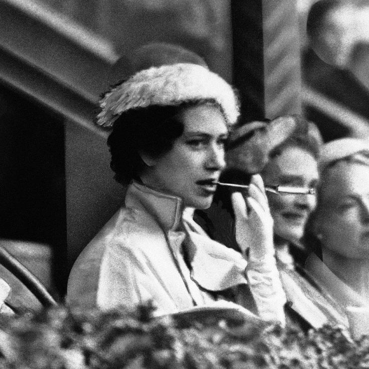 cigarette holder margaret-1956
