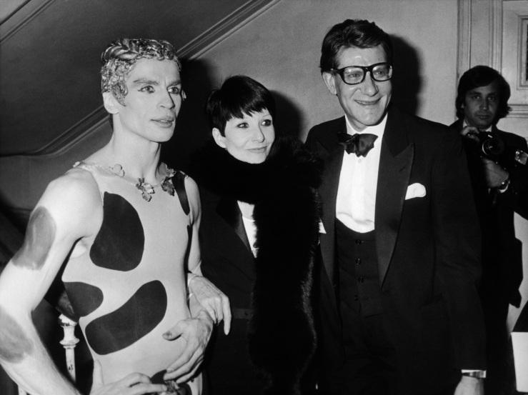 NOUREEV ET ZIZI JEANMAIRE LANCENT LE NOUVEAU PARFUM KOUROS D'YVES SAINT-LAURENT 1981
