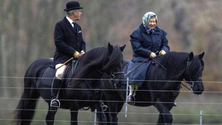queen-elizabeth-riding-horse