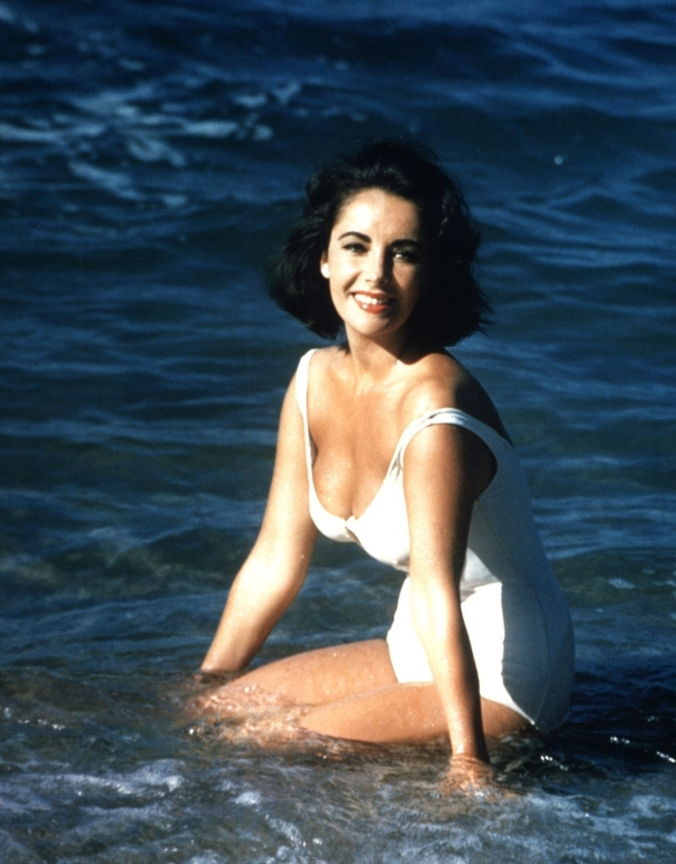 elizabeth-taylor-white-swimsuit
